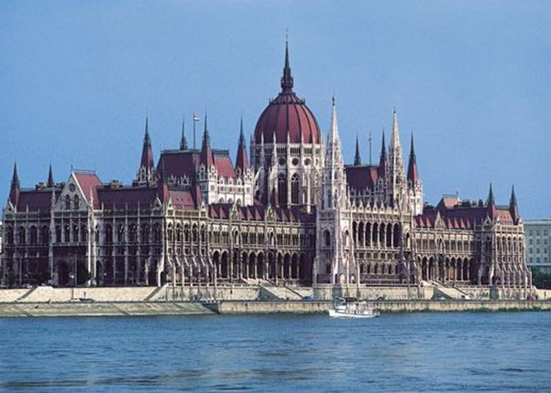 http://www.travelsys.sk/public/users/paxtour/images/fotogaleria_hotel/l_budapest_znama__12.jpg