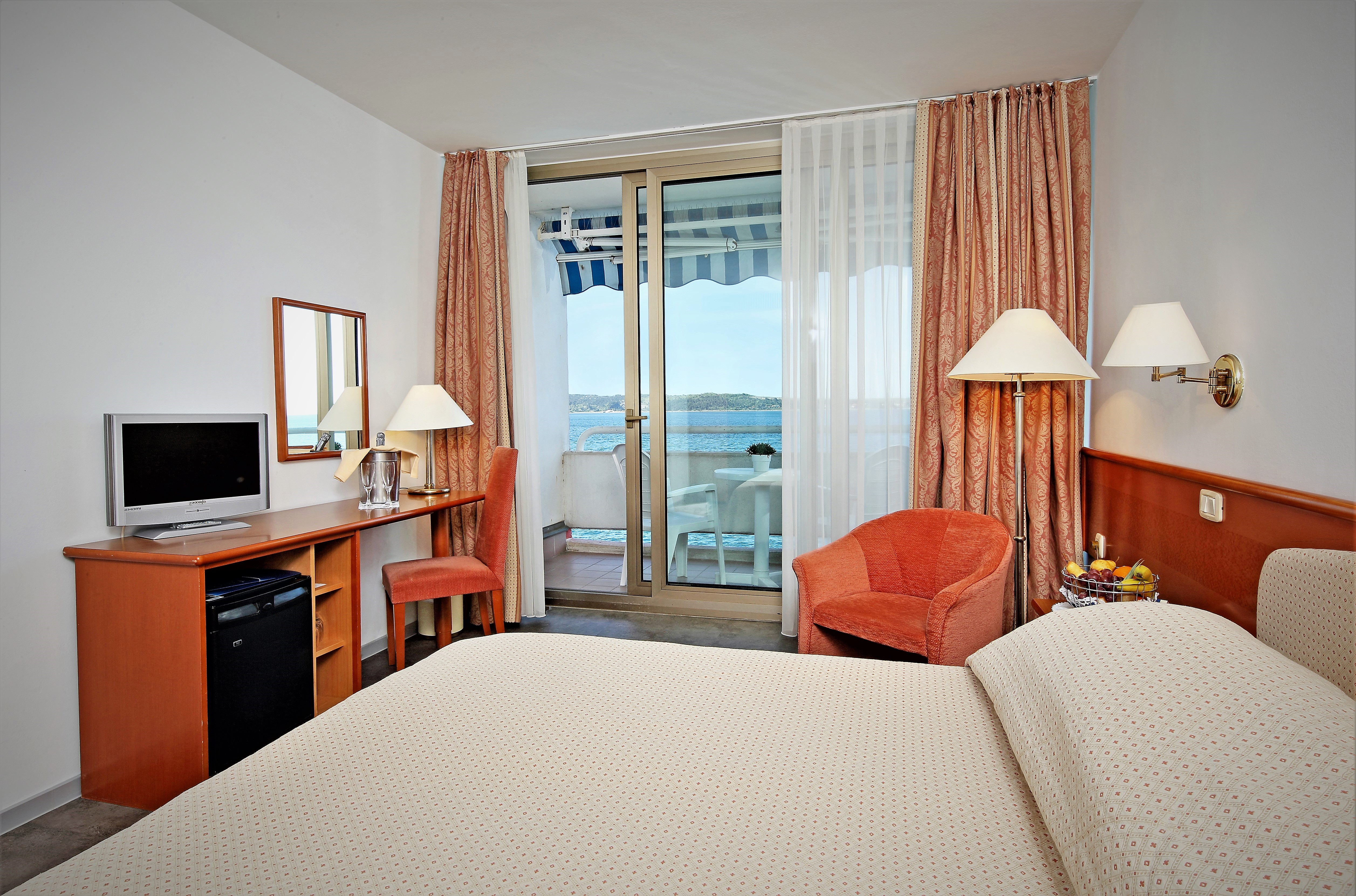 http://www.travelsys.sk/public/users/paxtour/images/fotogaleria_hotel/l_hh_room_sv_connecting.jpg.jpg