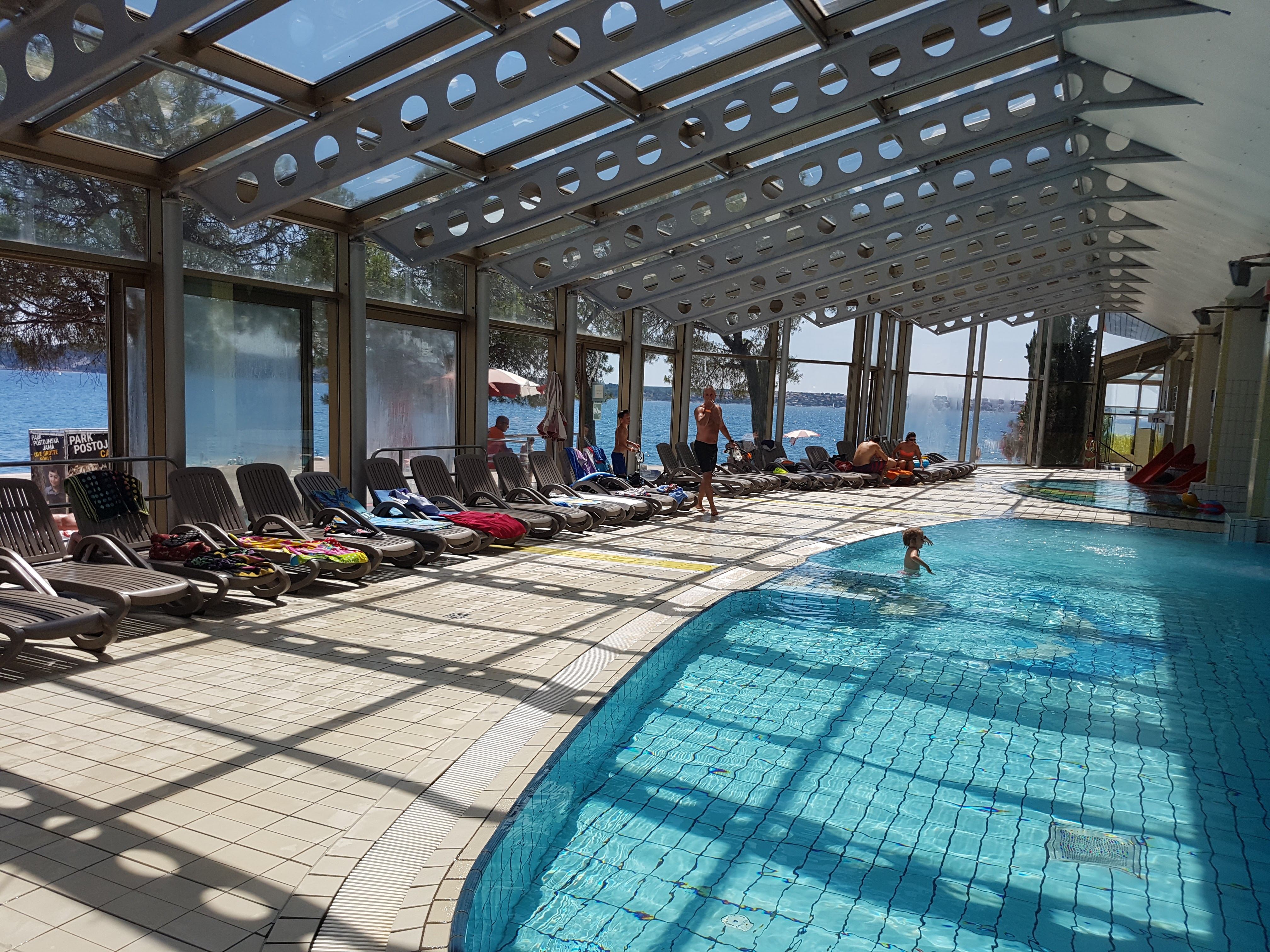 http://www.travelsys.sk/public/users/paxtour/images/fotogaleria_hotel/l_jul21_vilepark001.jpg
