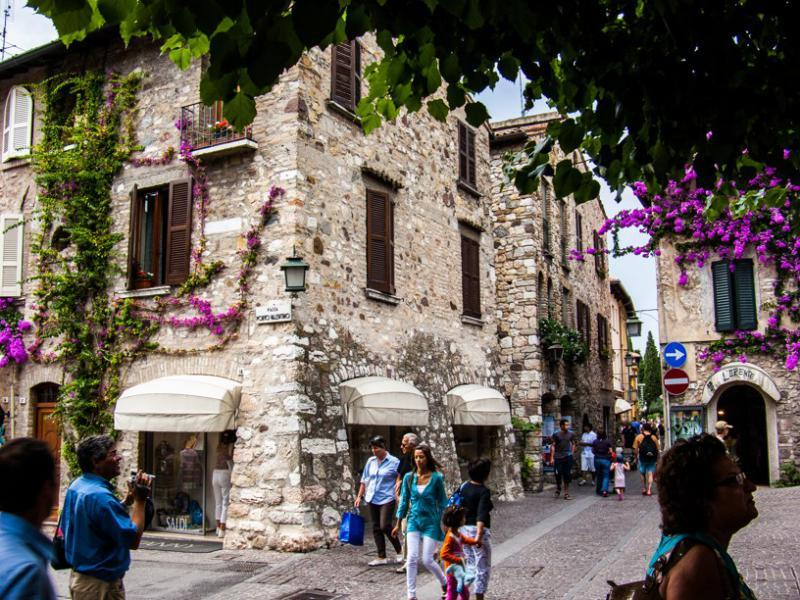 http://www.travelsys.sk/public/users/paxtour/images/fotogaleria_hotel/l_lago_di_garda_05.jpg