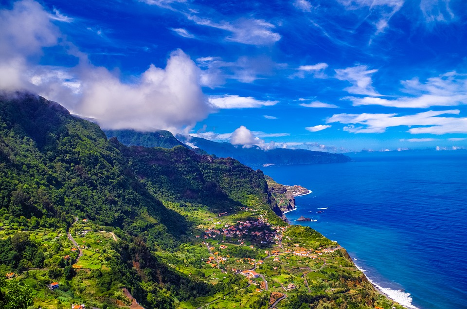 http://www.travelsys.sk/public/users/paxtour/images/fotogaleria_hotel/l_madeira_zahrada_2.jpg