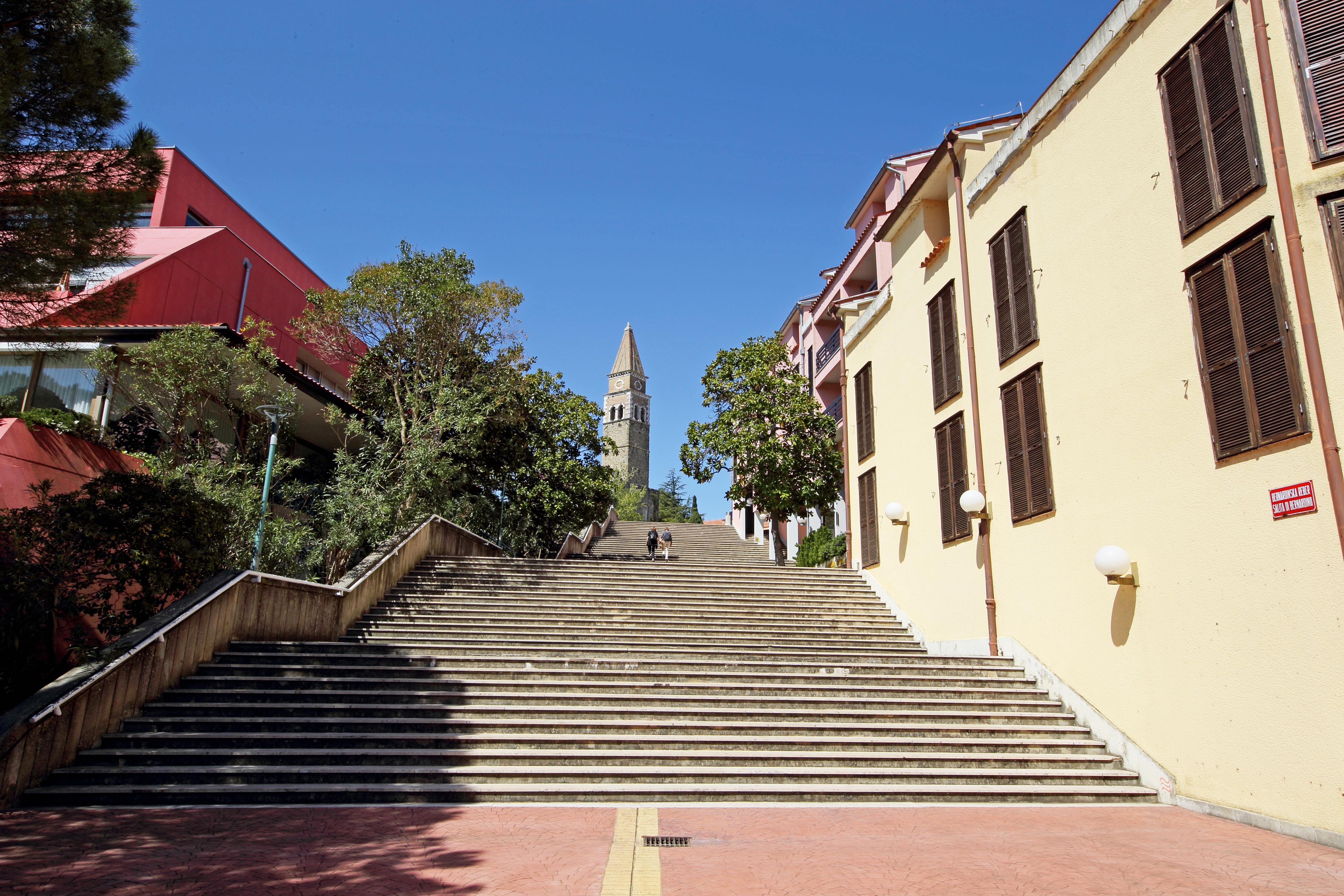 http://www.travelsys.sk/public/users/paxtour/images/fotogaleria_hotel/l_stairway_bernardin.jpg.jpg