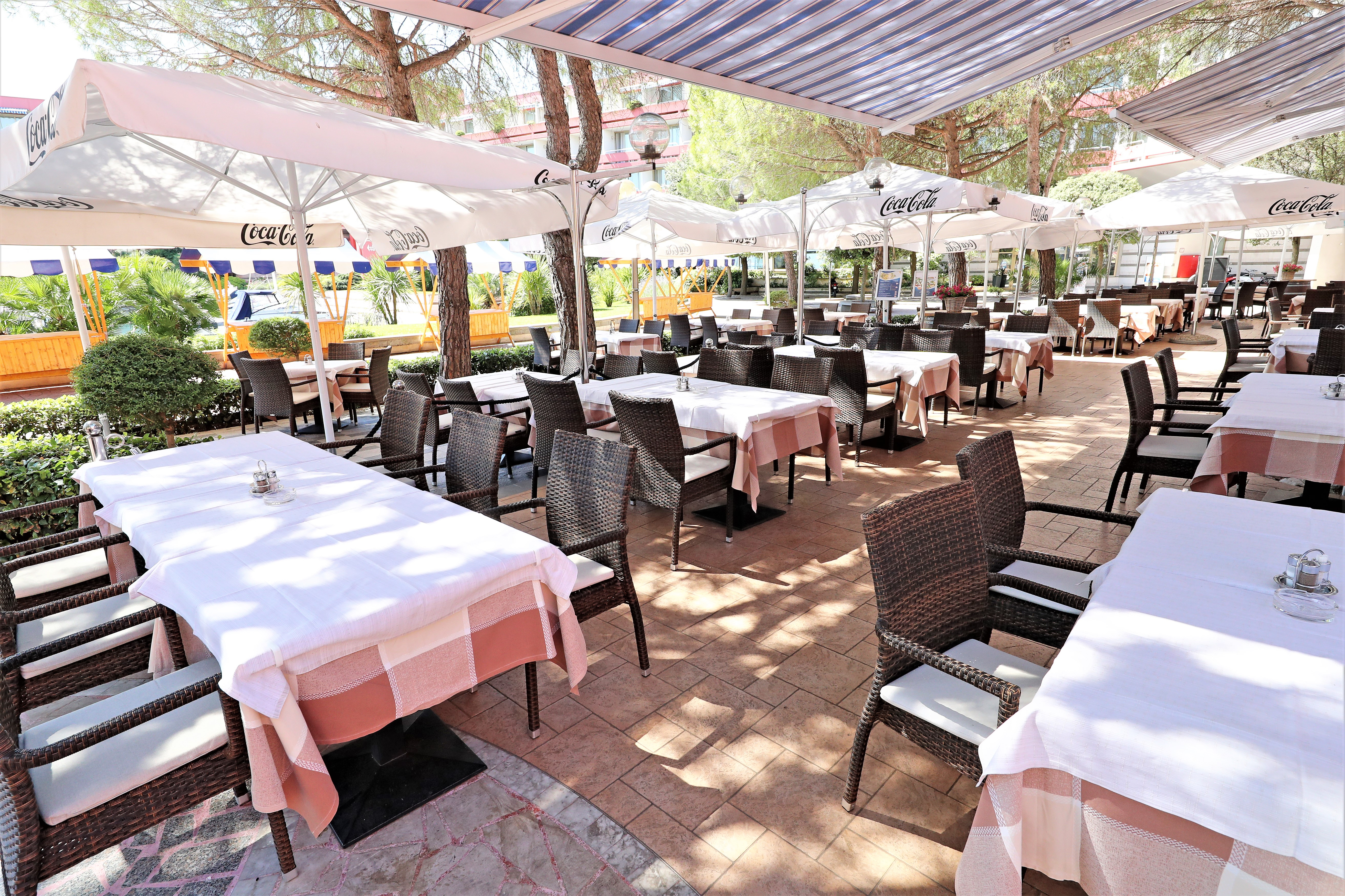 http://www.travelsys.sk/public/users/paxtour/images/fotogaleria_hotel/l_taverna_terace_2.jpg.jpg